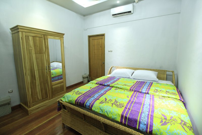 Villa Bale Seni - Deluxe Double Room, holiday rental in Gili Gede