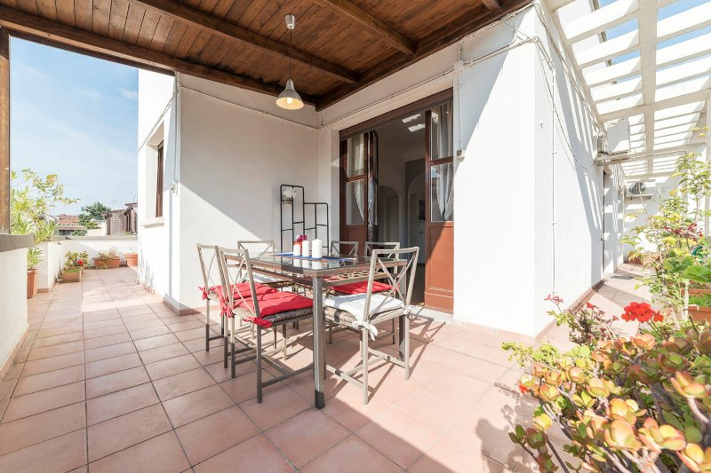 Colorful and modern 2bed flat beside Piazza Popolo