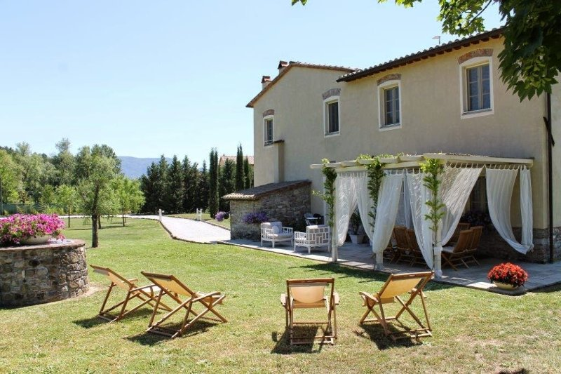 Cerasomma Villa Sleeps 10 with Pool Air Con and WiFi - 5226772, holiday rental in Maggiano