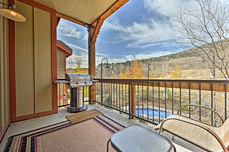 Discover the world-class ski slopes and biking trails of Park City, Utah from this 3-bedroom, 2-bath vacation rental condo!