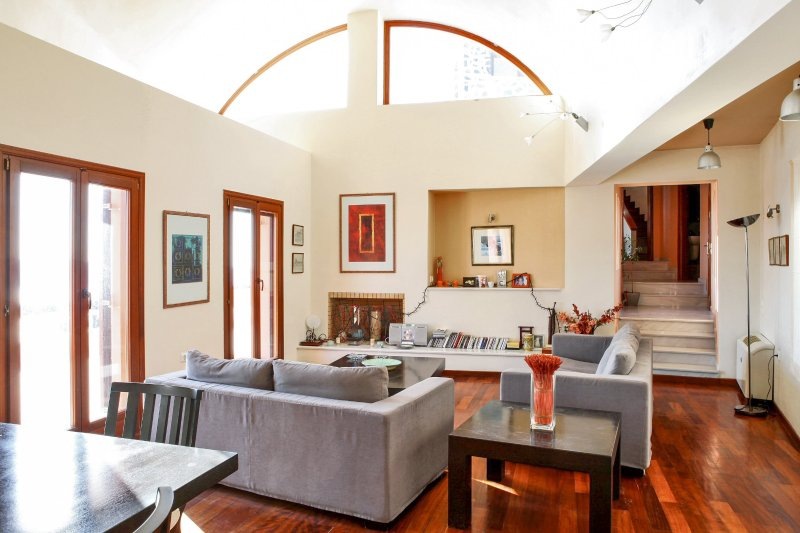 Imerovigli Villa Sleeps 10 with Pool and Air Con - 5218086, holiday rental in Panagia Kalou