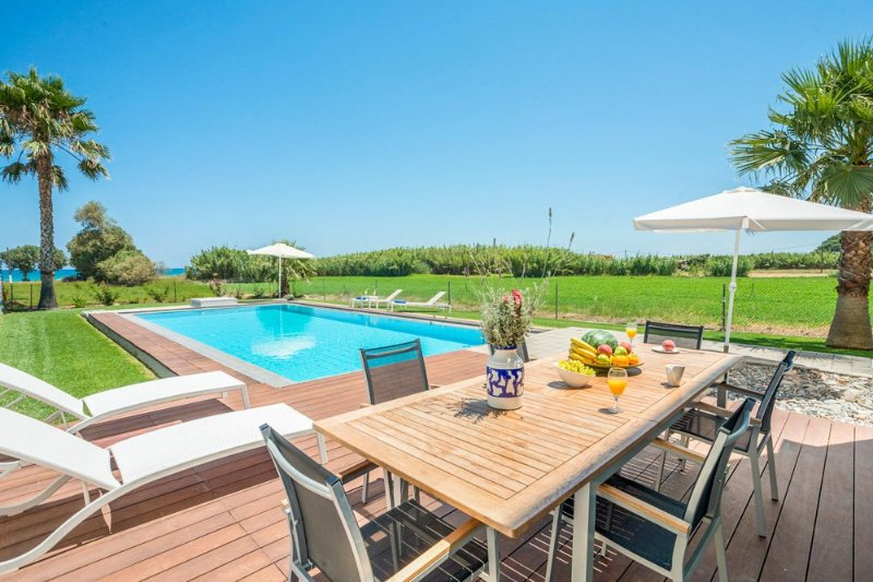 Tavronitis Villa Sleeps 4 with Pool and Air Con - 5217998, location de vacances à Tavronitis