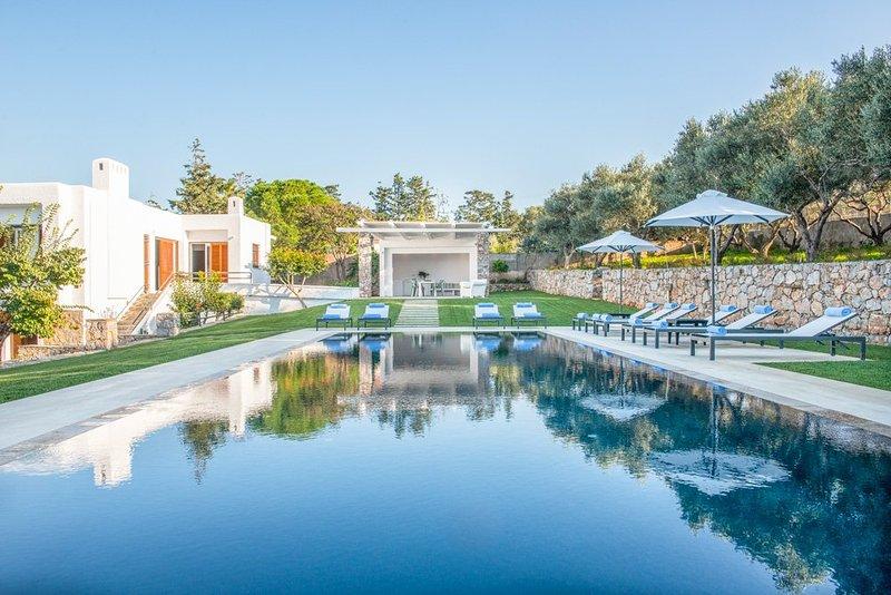 Kounoupidiana Villa Sleeps 14 with Pool and Air Con - 5217898, location de vacances à Kalathas
