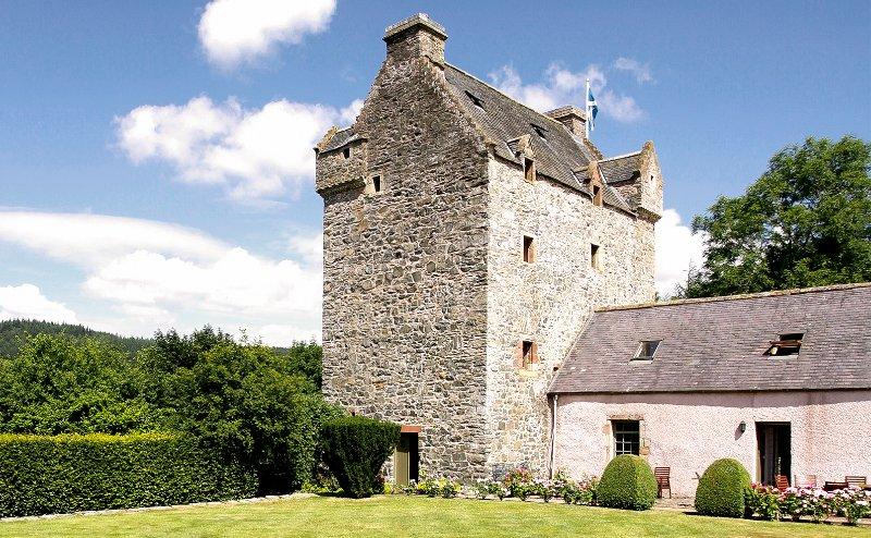 Bowhill Chateau Sleeps 10 - 5217551, location de vacances à Ettrick