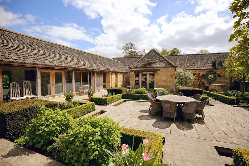 Temple Guiting Villa Sleeps 10 - 5217574, vacation rental in Temple Guiting