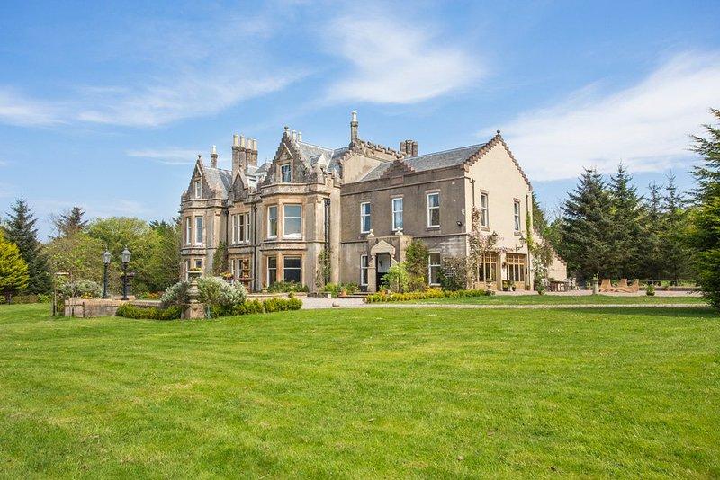 Portachoillan Chateau Sleeps 25 - 5217556, vacation rental in Clachan