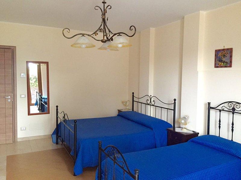 Etna Royal View - Camera Quadrupla Standard, vacation rental in Trecastagni