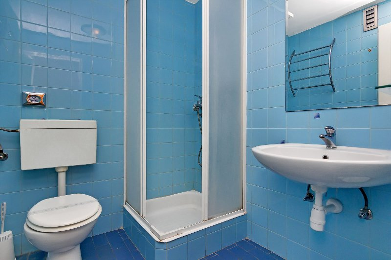 R23 (3): bagno con wc