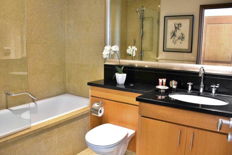 EN SUITE BATHROOM with tub