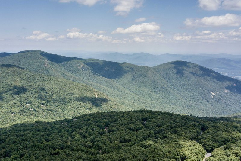 This Roseland home is nestled at the top of of Wintergreen Mountain Resort.