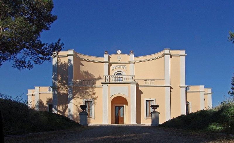 Villaggio Resta Villa Sleeps 10 with Pool Air Con and WiFi - 5228856, vacation rental in Villaggio Resta
