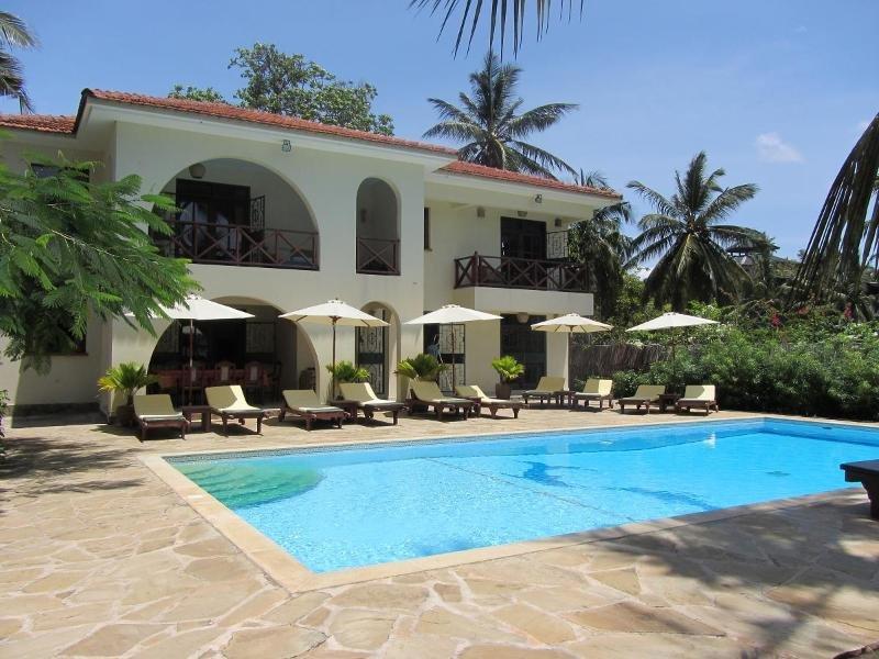Niro Beach House -Kusyombunguo Hotels Ltd, vacation rental in Galu Beach