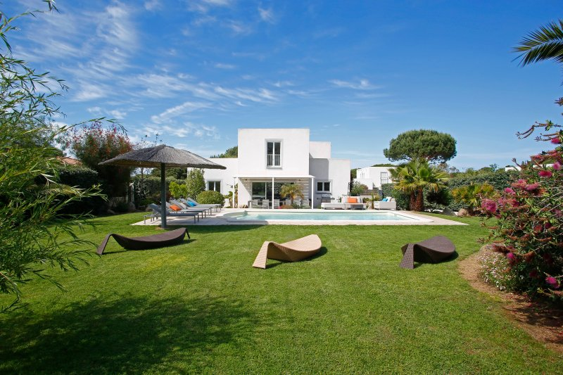 Front of property, villa with 4 bedrooms with private pool
