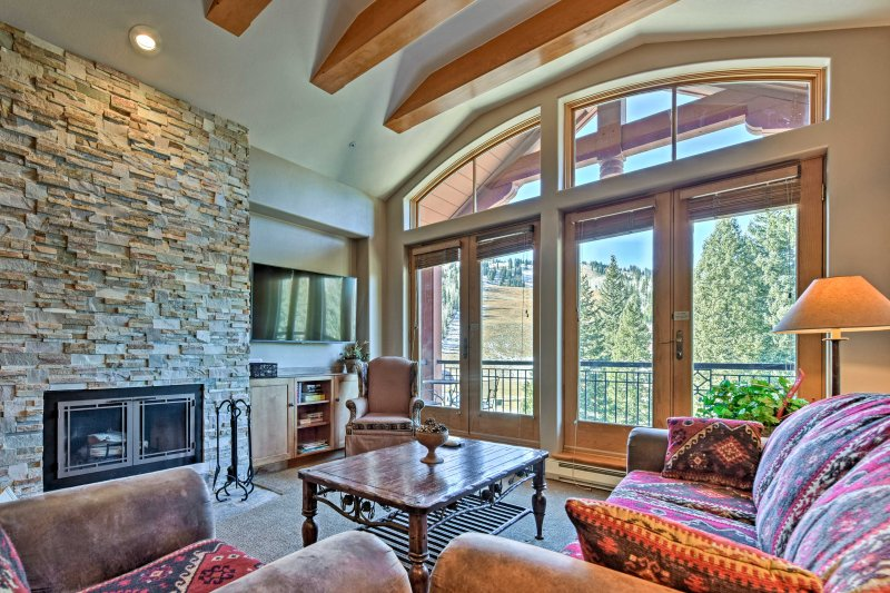 Have a memorable mountain retreat at this vacation rental condo in Brighton!
