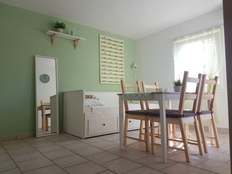 Apartment 5, close to Zrce Beach! GAJAC, vacation rental in Gajac
