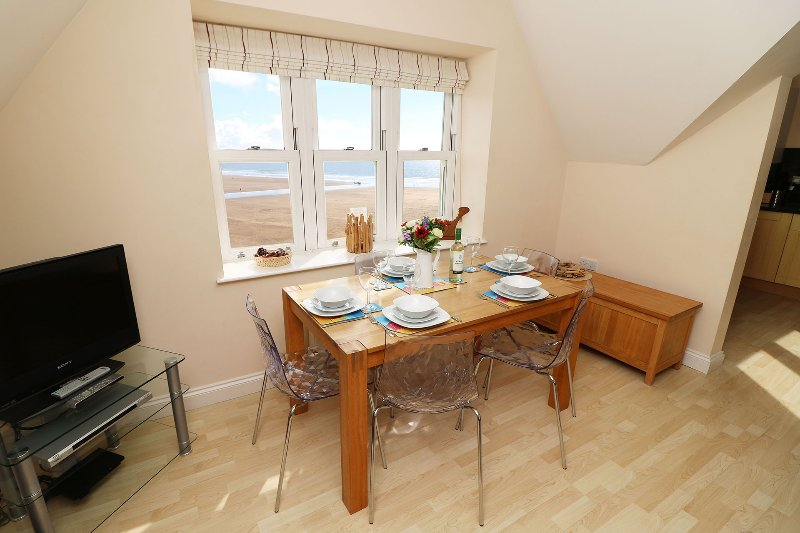 Hartland Heights Woolacombe Holiday Cottage Dining Area With View