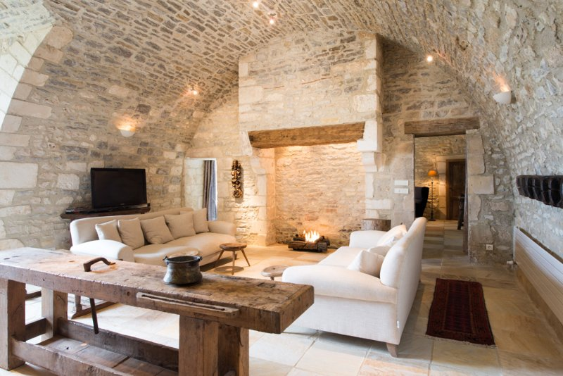 Mailly-le-Chateau Chateau Sleeps 48 with Pool and Air Con - 5049857, vacation rental in Mailly-la-Ville