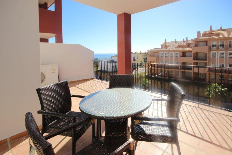 2035 - 2 bed apartment, Manilva Playa, Manilva, holiday rental in Torreguadiaro