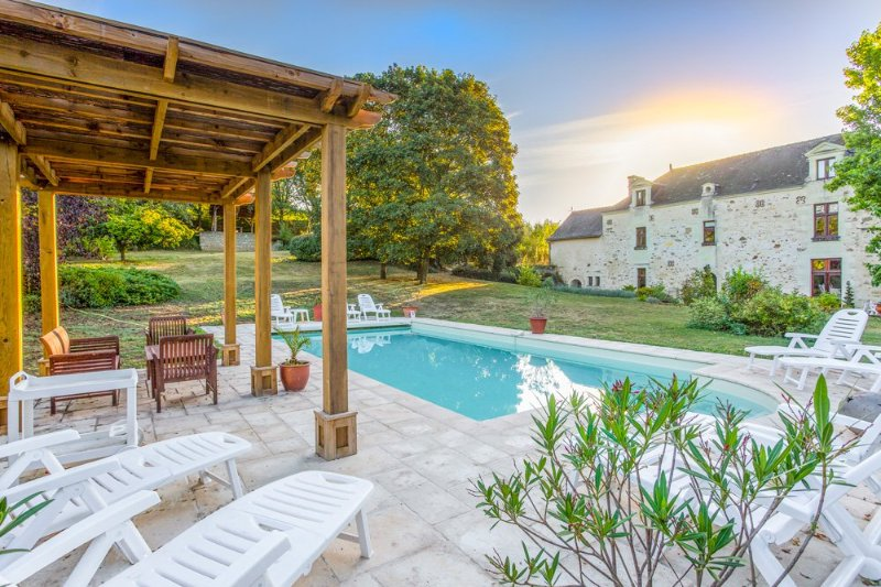 Les Mousseaux Villa Sleeps 18 with Pool - 5049838, holiday rental in Deneze-sous-Doue