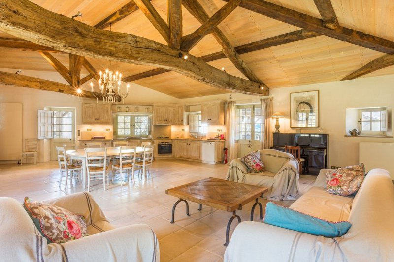Vieux-Mareuil Villa Sleeps 12 with Pool - 5049713, vacation rental in Mareuil