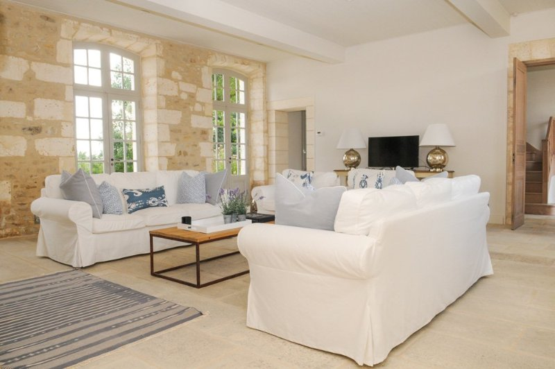 Filouane Chateau Sleeps 16 with Pool - 5049709, alquiler vacacional en Brantome en Perigord City