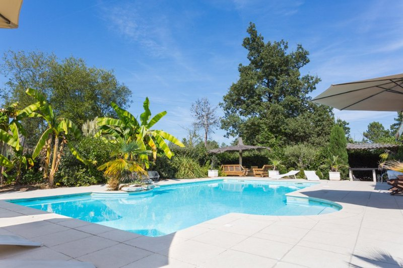 Aliac Villa Sleeps 8 with Pool and Air Con - 5049676, location de vacances à Ginestet