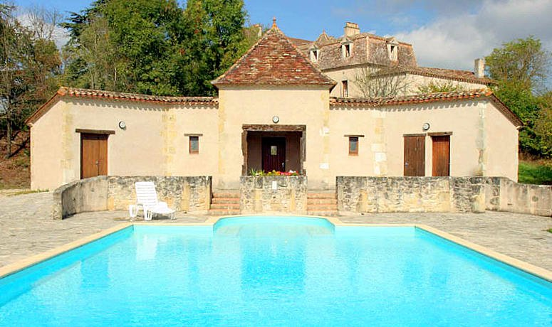 Lusignan-Grand Chateau Sleeps 40 with Pool - 5049643, location de vacances à Lusignan Petit