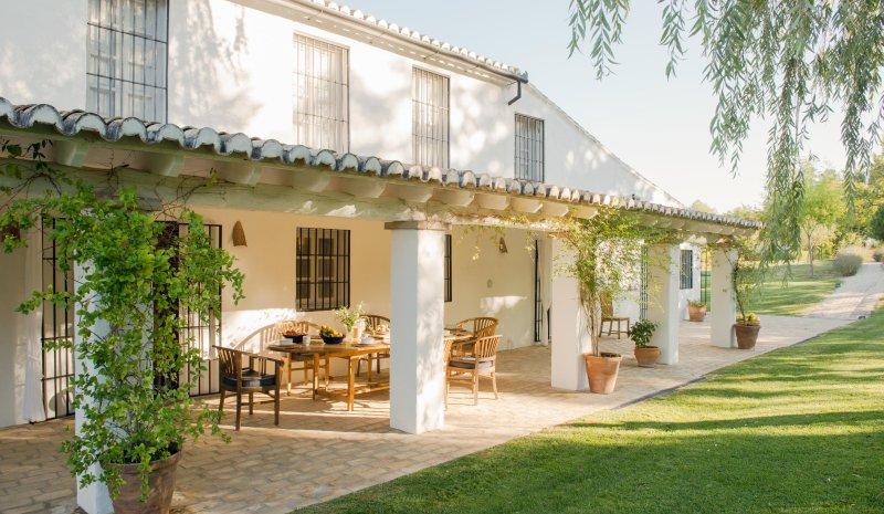 Ronda Villa Sleeps 12 with Pool - 5049244, alquiler de vacaciones en Setenil de las Bodegas