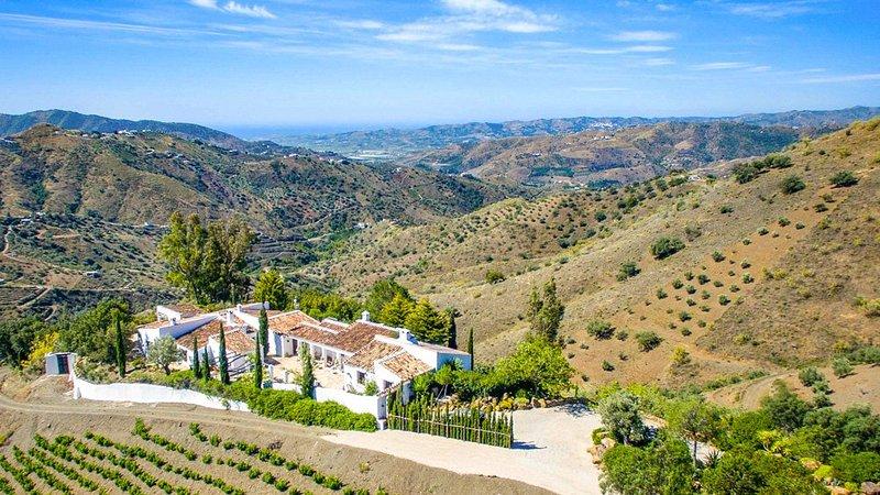 Canillas de Aceituno Villa Sleeps 8 with Pool and Air Con - 5049242, alquiler vacacional en Canillas de Aceituno