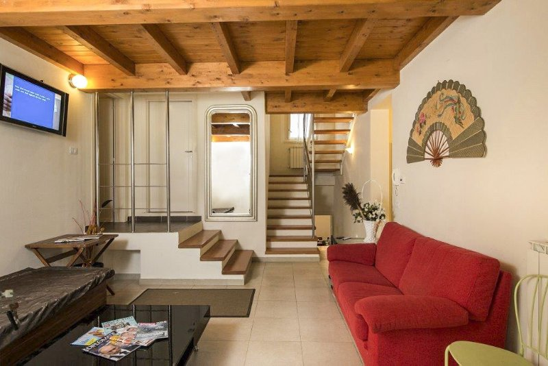 Monte San Savino Villa Sleeps 12 with Pool and Air Con - 5049072, aluguéis de temporada em Monte San Savino