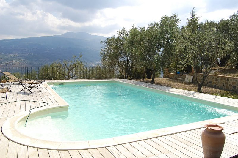 Poggiolungo Villa Sleeps 6 with Pool - 5049047, vacation rental in Castelnuovo dell'Abate