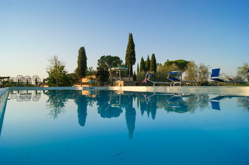 Marciano della Chiana Villa Sleeps 18 with Pool - 5048999, vacation rental in Cesa