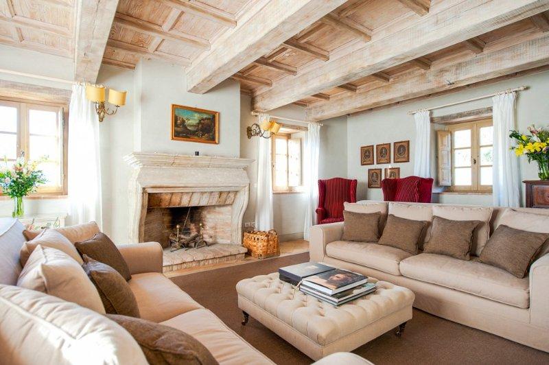 Trevine Villa Sleeps 8 with Pool - 5048994, holiday rental in Morra