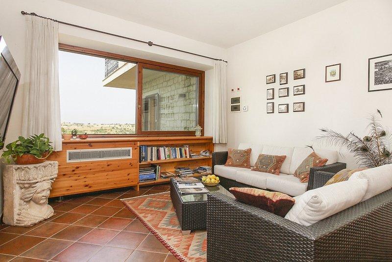 Ragusa Ibla Villa Sleeps 16 with Pool and Air Con - 5048887, alquiler vacacional en Case Giurdanella