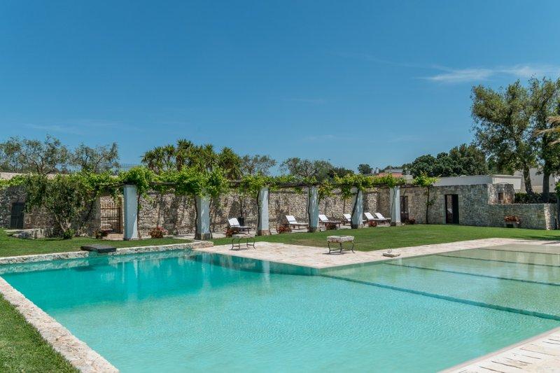 San Biagio Villa Sleeps 8 with Pool and Air Con - 5048923, holiday rental in Putignano