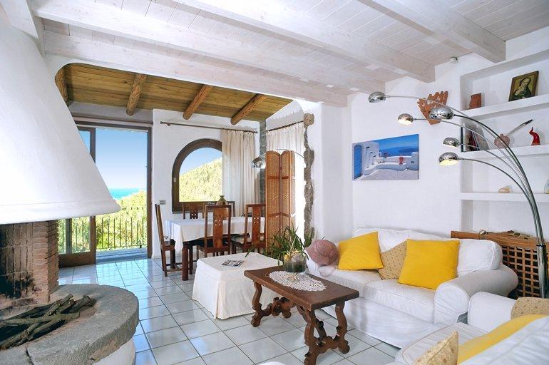 Forio d'Ischia Villa Sleeps 6 with Air Con - 5048932, holiday rental in Lacco Ameno