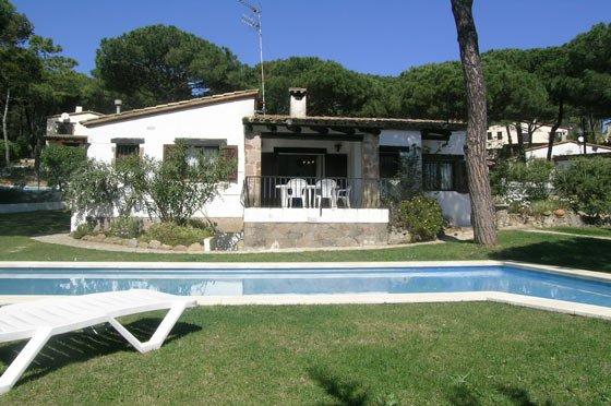 Begur Villa Sleeps 8 with Pool - 5047124, alquiler de vacaciones en Regencós