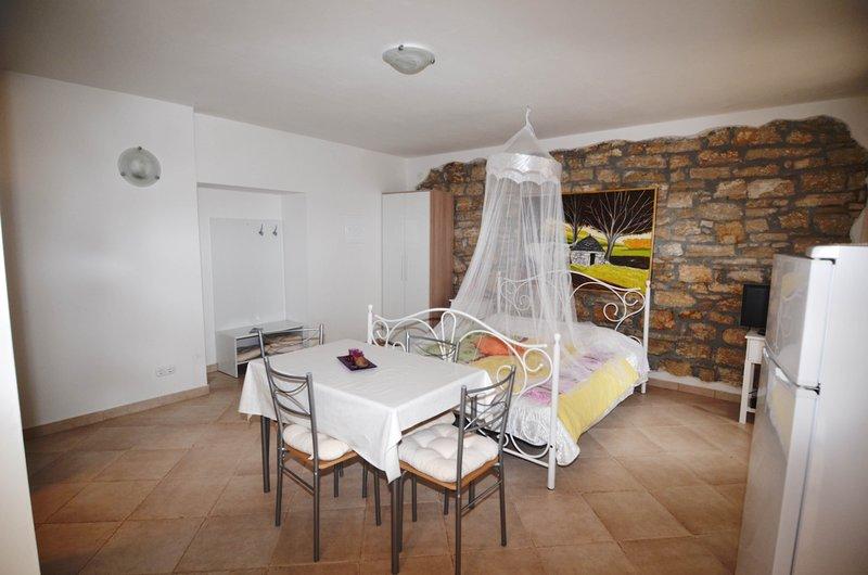 Studio app Violeta 1, holiday rental in Kranjcici