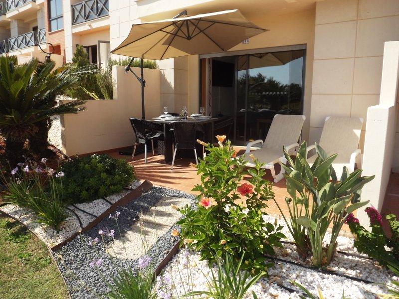 Fantastic 2 Bed apartment with terrace in Corcovada, location de vacances à Areias de Sao Joao