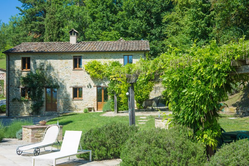 Casella a private villa with sole use of an  infinity swimming pool, vacation rental in Santa Maria di Sette