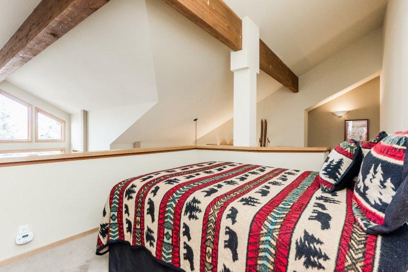 Loft- Queen Bed