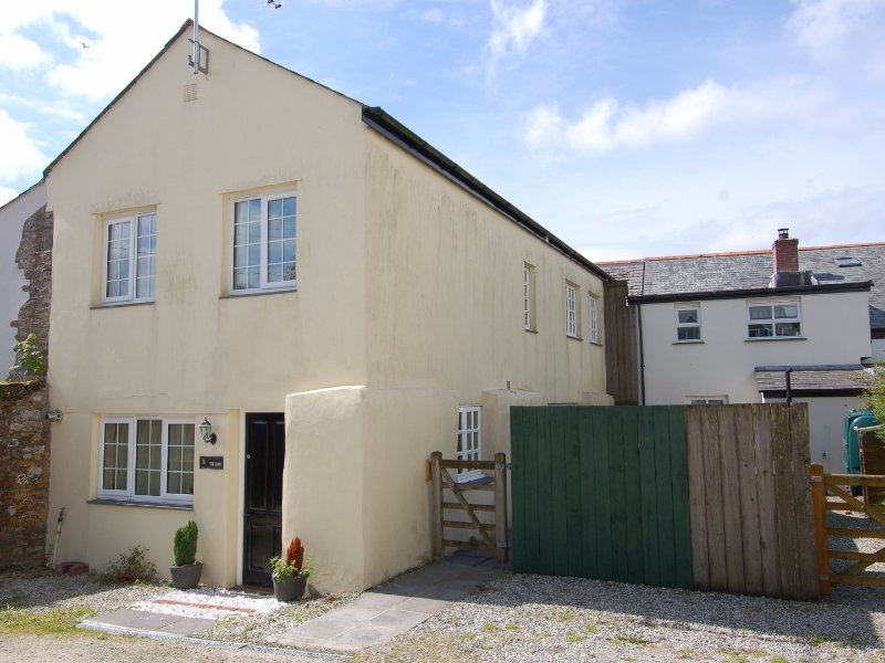 THE BARN, wheelchair accessible, close to North Cornwall, near Camelford, Ref, Ferienwohnung in Camelford