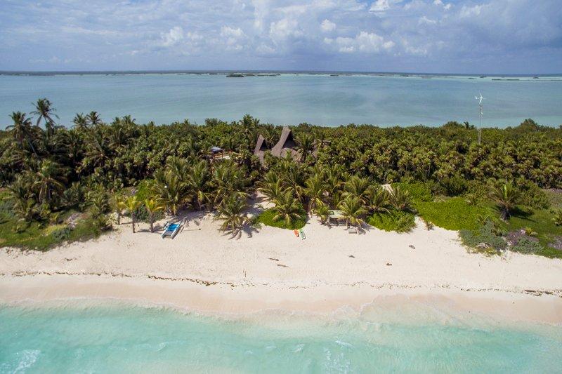 Casa Nalum - Luxury Beachfront Villa, holiday rental in Punta Allen