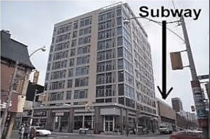 La posizione è proprio accanto alla metropolitana che vi dà accesso a tutta la città. E 'letteralmente 15' di distanza.