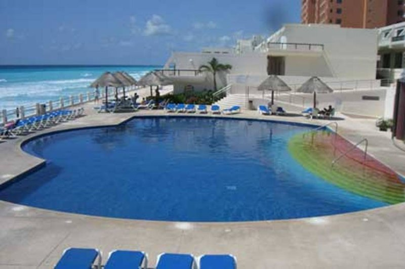 VILLAS MARLIN /BEACH PROPERTY HOTEL ZONE CANCUN – semesterbostad i Cancún