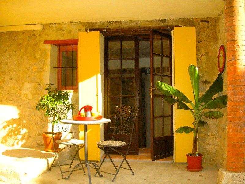 Entrée et terrasse privées