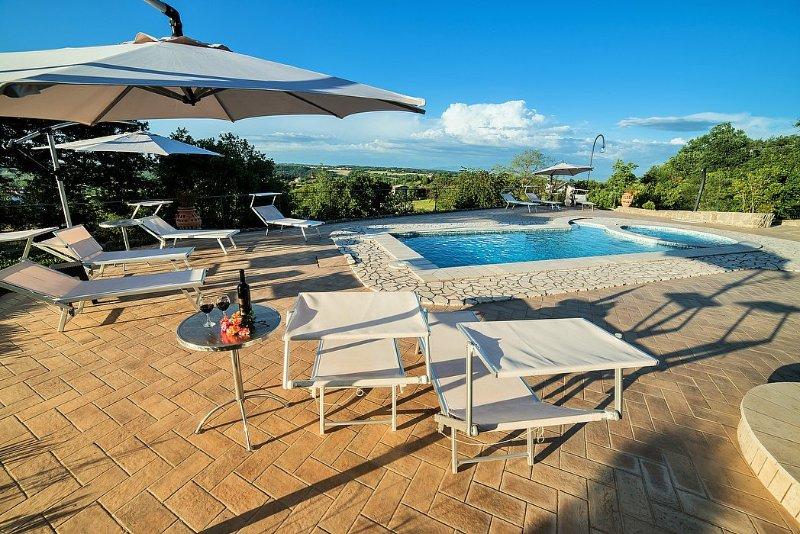 Villa Rinalda Grande, vacation rental in Montefiascone