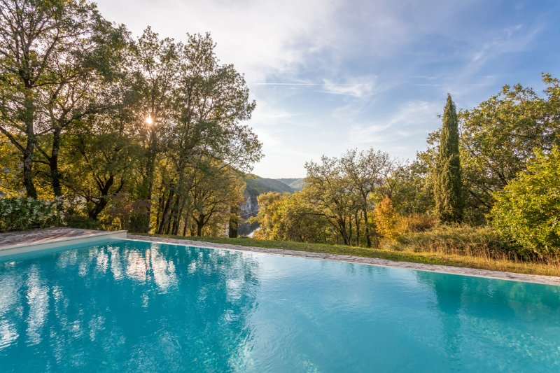 Pomayrede Chateau Sleeps 16 with Pool and Air Con - 5049622, holiday rental in Lanzac