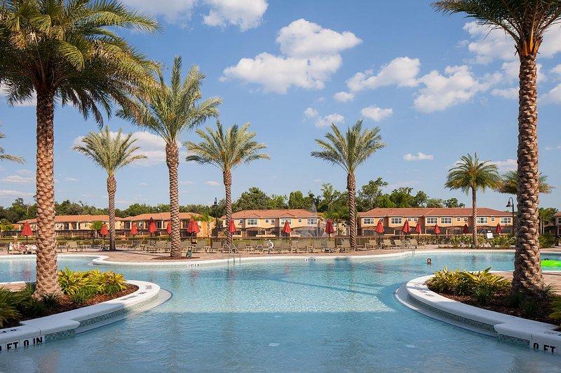 Regal Oaks piscina
