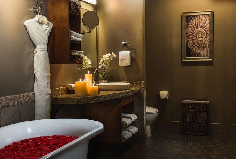 Solara Resort and Spa Bathroom With Bathtub